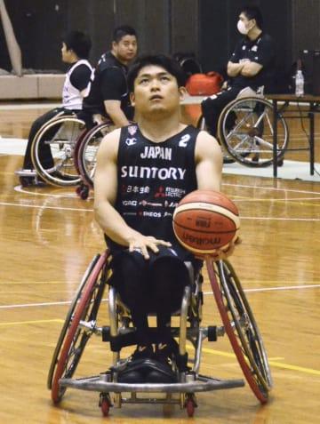 車いすバスケットボールの世界選手権に向け、調整する日本代表の豊島主将=24日、千葉市中央区