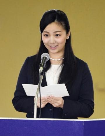 馬術大会の開会式であいさつされる、秋篠宮家の次女佳子さま=25日午前、静岡県御殿場市