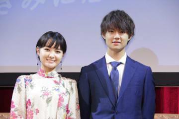 「読者が選ぶ・講談社広告賞 2018」に登場した佐野勇斗さん(右)と葵わかなさん