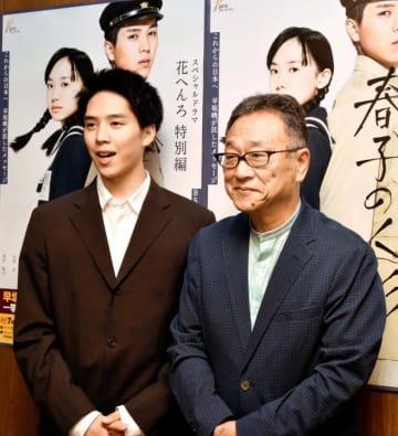 試写会のため県内を訪れた主演の坂東龍汰(左)と制作統括の加藤邦英=18日、松山市堀之内