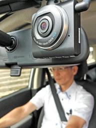 事故や犯罪を目撃する役割を担う公用車のドライブレコーダー=西脇市役所