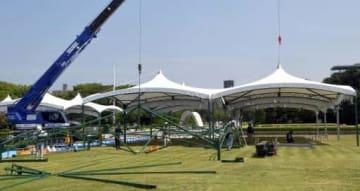 平和記念式典に向け、テントの設置が進む平和記念公園