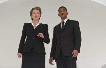 『メン・イン・ブラック3』でエマが演じたエージェントO(左) - (C)Columbia Pictures / Photofest / ゲッティイメージズ