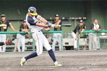 福井―阪神 2回福井1死満塁、須藤優太が2点適時打を放ち5―3とする=福井フェニックススタジアム