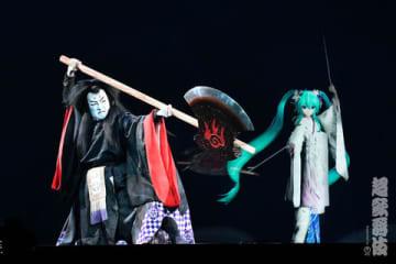 「超歌舞伎『積思花顔競-祝春超歌舞伎賑-』」の一場面=NHK提供