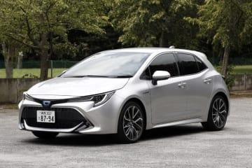 トヨタ 新型カローラスポーツ 1.8リッターハイブリッド(HV) ボディカラー:シルバーメタリック/タイヤサイズ:225/40R18
