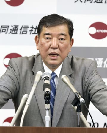 講演する自民党の石破元幹事長=26日午後、東京・東新橋