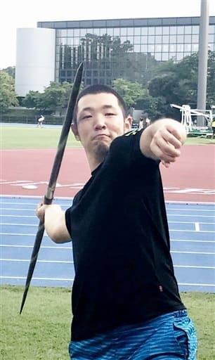 競技歴1年余りながらやり投げで五輪を目指す増田悠悟さん=7月24日、東京都八王子市の中央大多摩キャンパス陸上競技場