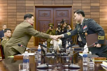 前回6月、板門店で開かれた南北将官級軍事会談(韓国国防省提供・共同)