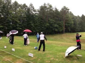 雨中での練習を済ませ、選手は早朝にティオフしていった(撮影:ALBA)