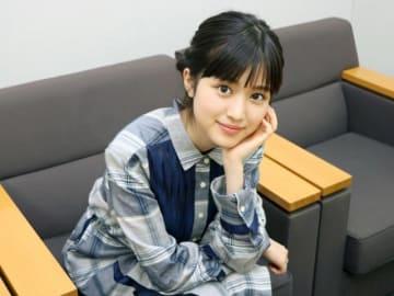 目がキラキラ…福本莉子