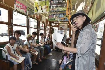 被爆時の様子や復興の歩みを解説する木下りつ子さん(右端)=28日午前、広島市