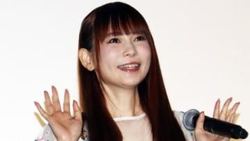 劇場版アニメ「劇場版ポケットモンスター みんなの物語」の公開記念舞台あいさつに出席した中川翔子さん