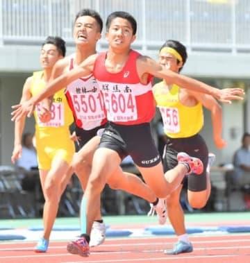 男子3年100メートル決勝 10秒87で優勝した高崎群馬南の井上(5604)