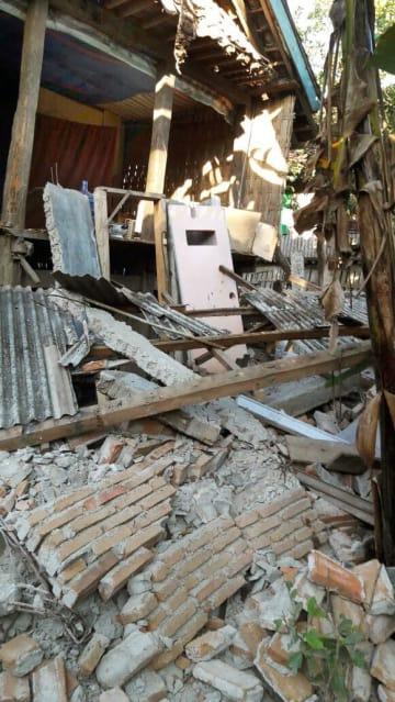 インドネシア・西ヌサトゥンガラ州ロンボク島の地震で倒壊した建物=29日(国家災害対策庁提供・共同)