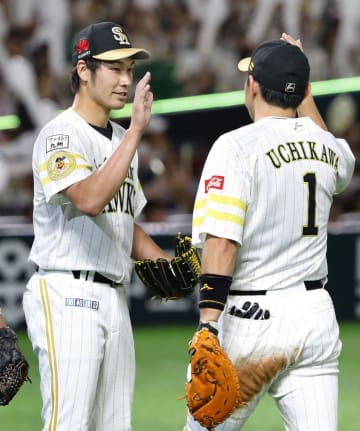 Takeda, Uchikawa of the Softbank Hawks