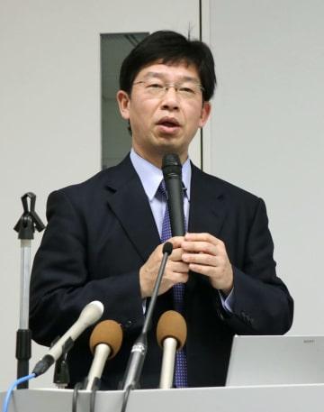 他人のiPS細胞を用いたパーキンソン病治療の計画について説明する京都大の高橋淳教授=2017年2月