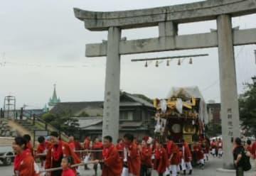 中津神社に戻る古魚町の祇園車=29日、中津市