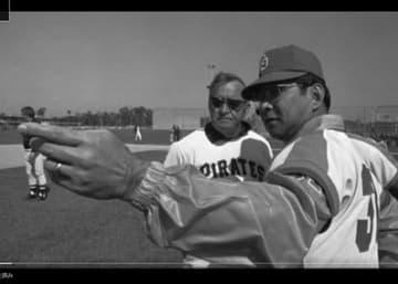 在福岡米国領事館が公開している動画の一場面。写真は元プロ野球選手のウォーリー与那嶺さん