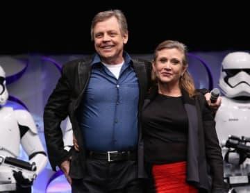 エピソード9に出演するマーク・ハミル(左)とキャリー・フィッシャーさん - Jesse Grant / Getty Images for Disney