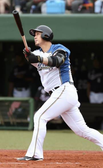 1回日本ハム1死満塁、中田が左越えに、この回2本目の適時打となる2点二塁打を放つ=釧路