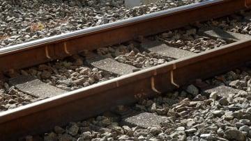 横須賀線で人身事故、男性死亡