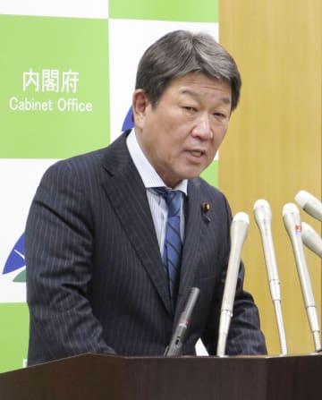 記者会見する茂木経済再生担当相=31日午後、東京都千代田区