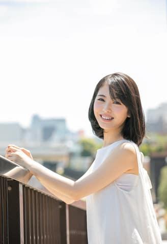 「週刊少年サンデー」36号の表紙に登場した浜辺美波さん=小学館提供