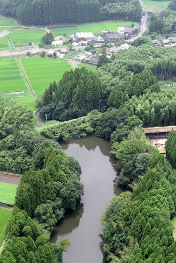 防災重点ため池に指定されている国富町の中別府池=31日午後、国富町八代南俣