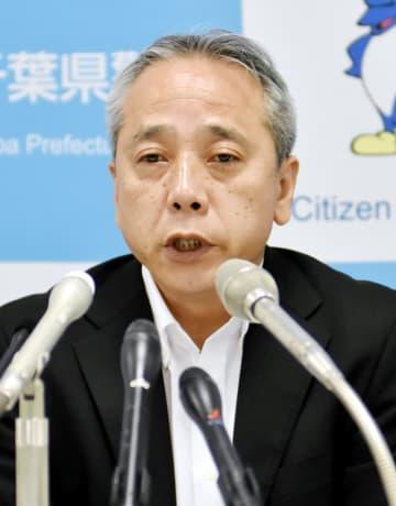 着任の記者会見で抱負を述べる早川千葉県警本部長=31日、県警本部