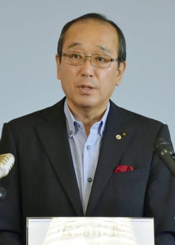 記者会見で平和宣言の骨子を発表した広島市の松井一実市長=1日午前、広島市役所