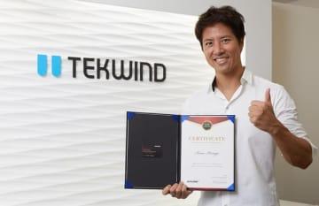 ケイン・コスギ、ゲーミングチェアメーカーAKRacingのオフィシャルアンバサダー就任
