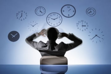 「働き方改革」の流れを受けて残業削減に取り組み、定時退社を促す企業・組織が増えています。一方で、仕事量は減らずに定時後も終わらない仕事を抱え、これを「時短ハラスメント」(ジタハラ)と捉える声もあるよう。本当の働きやすさとは何かを考えてみましょう