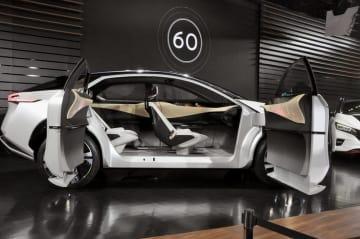自動車関連の生産増強や省力化設備の導入が設備投資をけん引。写真は完全自動運転が可能な電気自動車の試作車=2017年12月