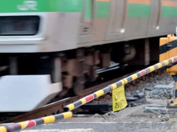 列車にはねられ、女性死亡