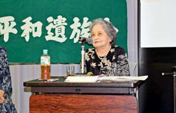自身の経験を振り返り「戦争は嫌だと強く思った」と語る小北さん(京都市北区・立命館大国際平和ミュージアム)