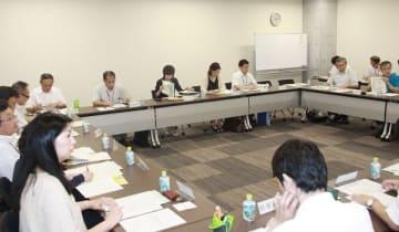 依存症を巡る相談件数などの報告があった協議会=長崎県庁