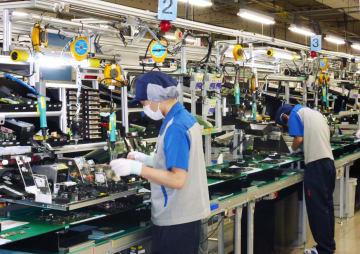 統計 industrial production: Fujitsu factory in Izumo, 2017022200841