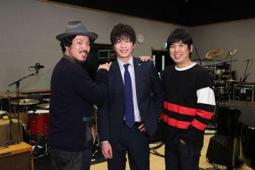 3日放送の「ミュージックステーション 2時間SP」に出演する「スキマスイッチ」と田中圭さん(中央)=テレビ朝日提供