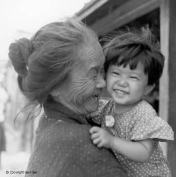 "<div class=""caption"">1952年ごろ、チャールズ・ゲイル氏が沖縄で撮影した一枚</div>"