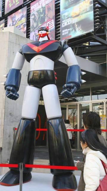 2007年、韓国・ソウルに登場した「ロボット・テコンV」の模型(聯合=共同)