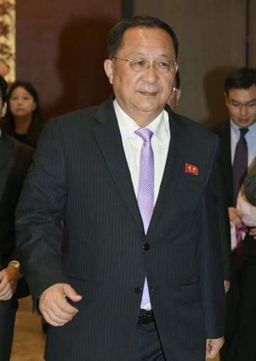 シンガポールのホテルに到着した北朝鮮の李容浩外相=3日(共同)