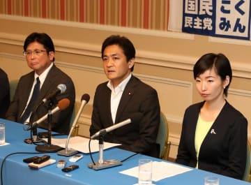 参院選での野党連携に意欲を見せる玉木代表(中央)=長崎市宝町、ザ・ホテル長崎BWプレミアコレクション