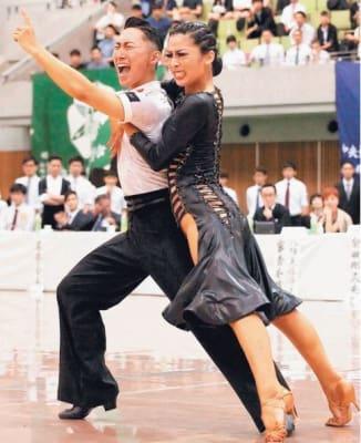 第56回全日本学生選抜競技ダンス選手権大会のラテン総合部門で日本一に輝いた藤原咲那さん(右)と松岡孝宣さん