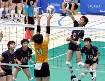 京都橘-高松南 第2セット、京都橘の和田がアタックを決め、22-16とリードを広げる