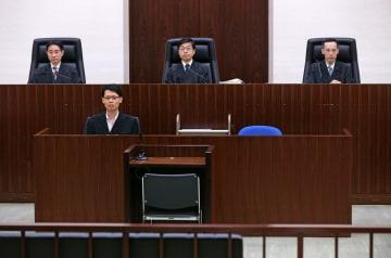 勝又被告に控訴審判決を言い渡した東京高裁の法廷。上段中央が藤井敏明裁判長=3日午前(代表撮影)