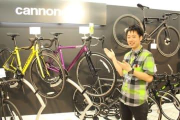 「自転車の愉しみを、魅力をキャノンデールを通してお伝えします」とスタッフの山本喬士さん