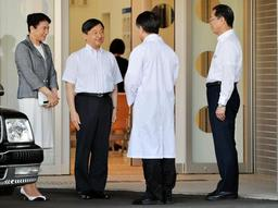 兵庫県立こども病院などを訪問された皇太子ご夫妻=4日午後、神戸市中央区(撮影・後藤亮平)
