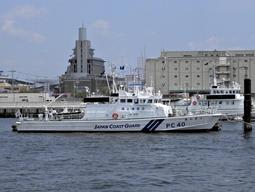 神戸海上保安部所属の巡視艇「あわぎり」=神戸港