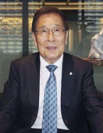 インタビューに応じる大塚家具の創業者、大塚勝久氏=5日午後、東京都中央区